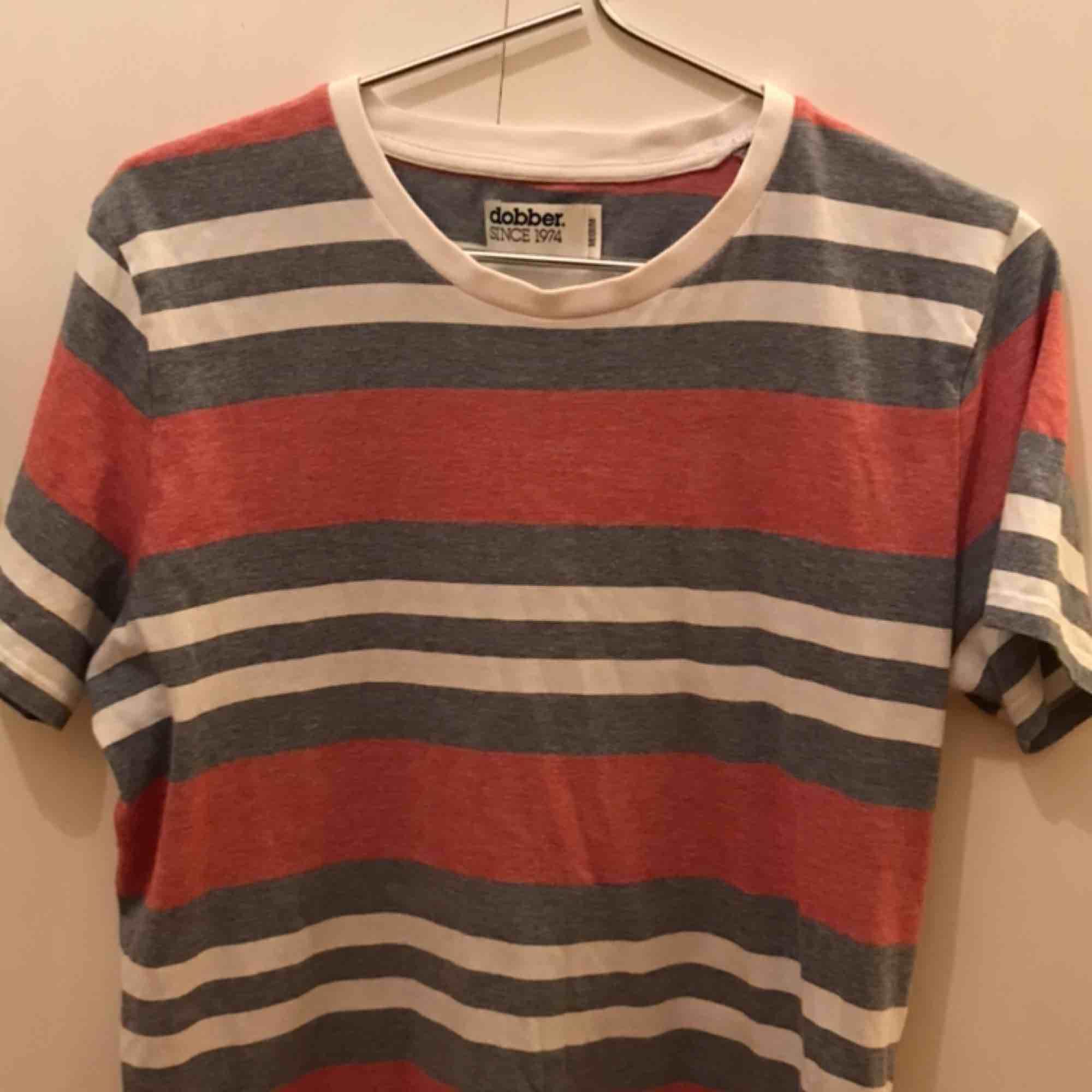 Dobber T-shirt Jätte bra skick Ej använt på länge. T-shirts.