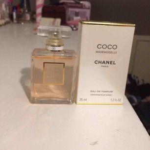 Sparamt använd Chanel Coco Mademoiselle 35 ml edp. Allt medföljer, tex boxen, kvittot you Name it 🙂 köpt på Chanel i Malmö. Köptes för 795 SEK , säljes för 600 jämt inkl frakt i postens påse 🌸 snabb deal föredras.