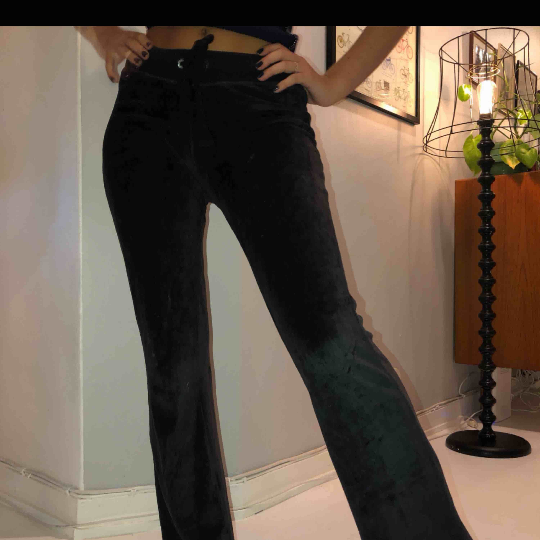 Super fina mjukisbyxor i sammet från hollister🌼🌸. Jeans & Byxor.