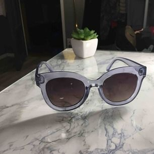 Ett par trendiga pastellblå squared solgalsögon lik de från chimi eyewear💙💙💙 skriv för bilder hur de ser ut på!! Frakt 18 kr