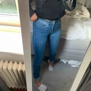 Högmidjade jeans, fint skick!!