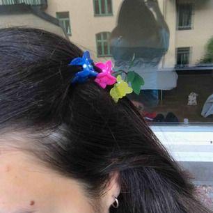 Asfina små fjärils, blommor klämmor! Alla tre för 35kr eller en för 15kr🤪