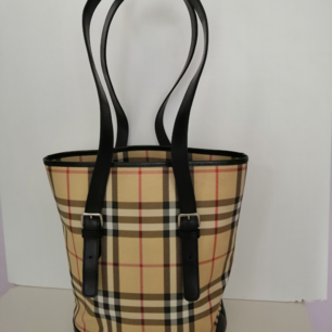 Burberry Shoulder Bag, excellent condition,                 100% authentic, size 25x29cm, handle 30cm, write me for more info and pics