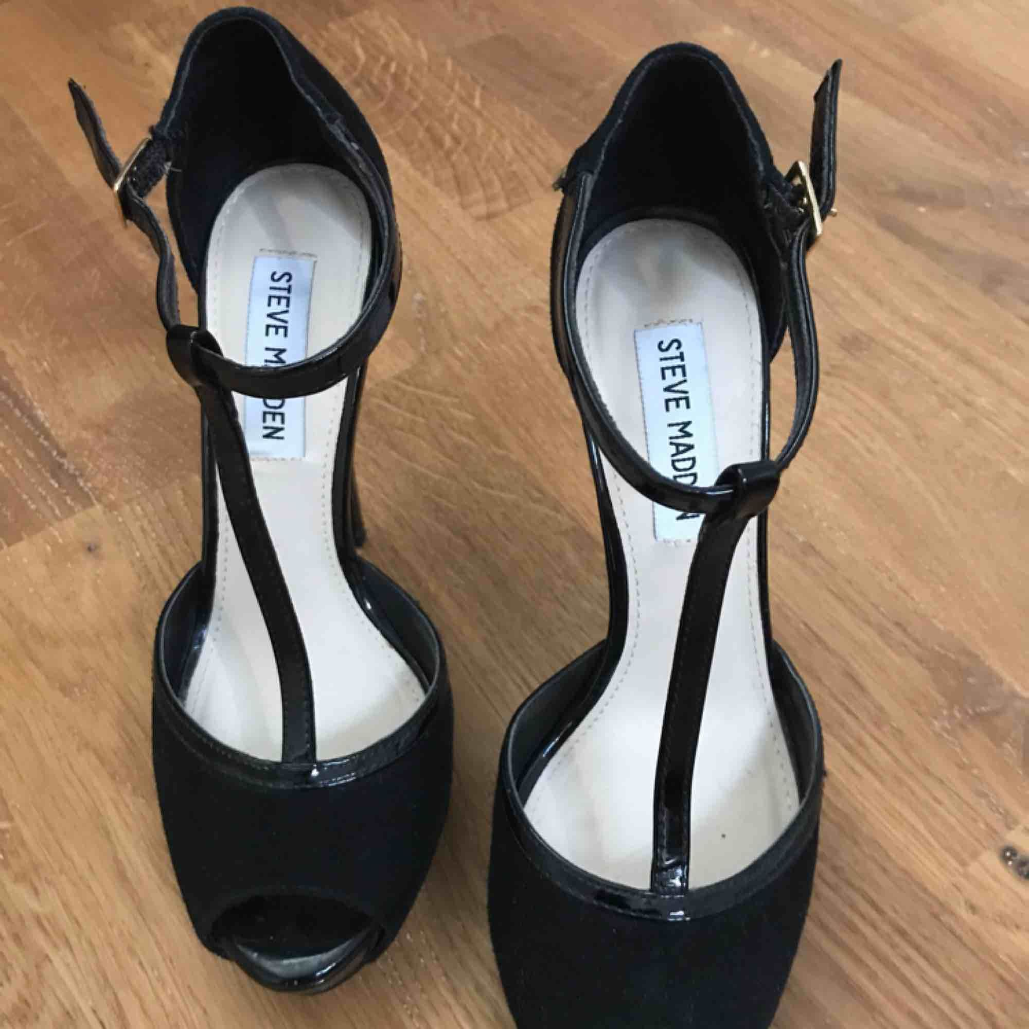 Leather high heel shoes, worn 3 times only . Skor.