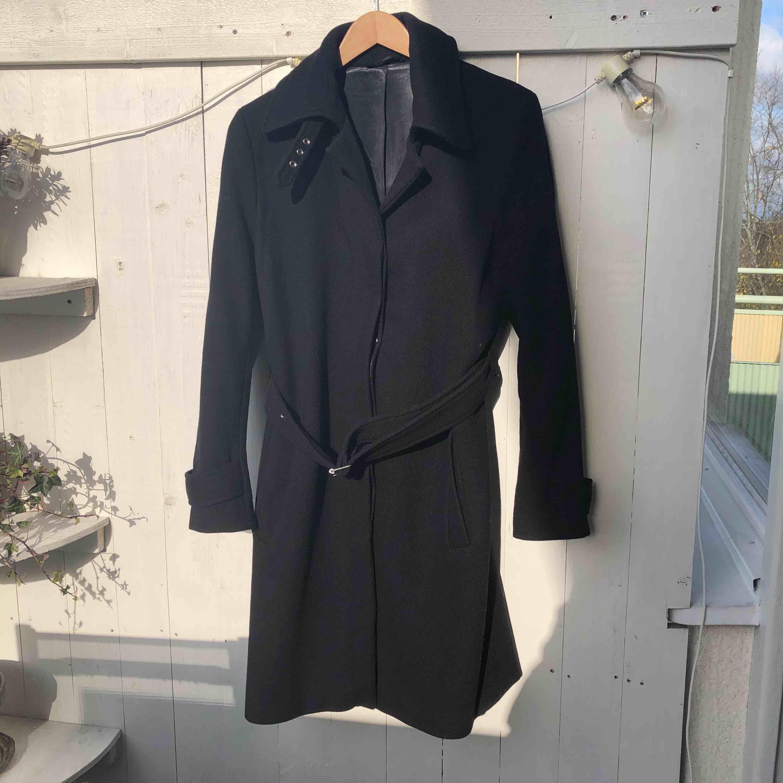 ✨Filippa K - Joan coat  ✨Storlek: Medium (passar en storlek 38) Längd 100cm. ✨Material: 80% ull 20% polyamid. Jackor.