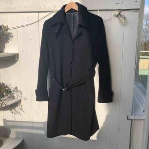 ✨Filippa K - Joan coat  ✨Storlek: Medium (passar en storlek 38) Längd 100cm. ✨Material: 80% ull 20% polyamid