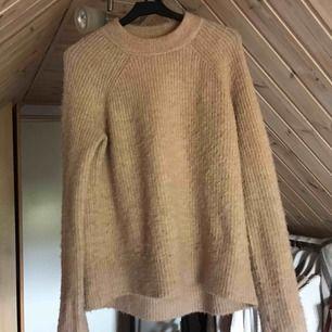 Snygg stickad tröja från HM