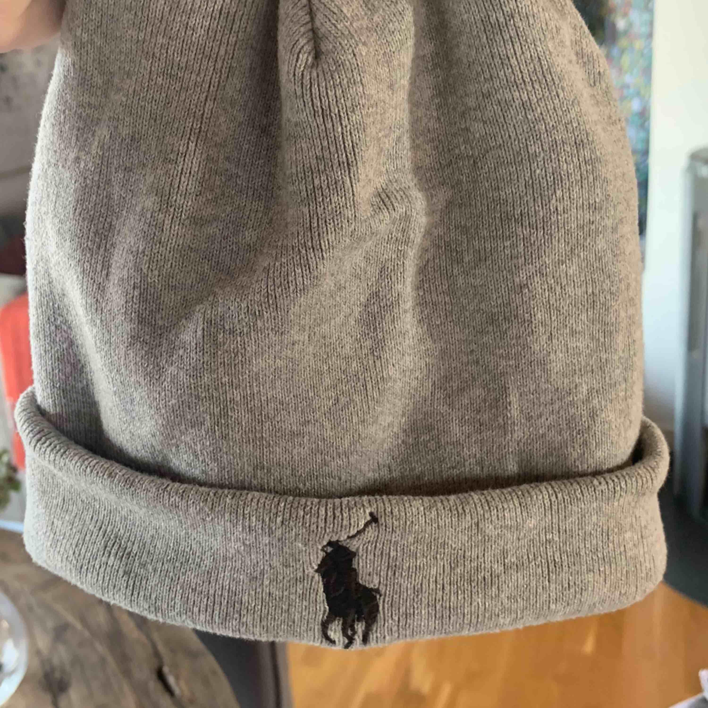 Mössa ifrån polo Ralph Lauren. Inköpt förra året och mest legat i min garderob alltså knappt använd. . Övrigt.
