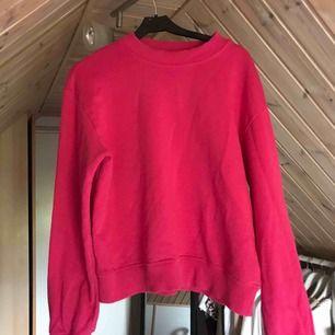Snygg sweatshirt från NAKD i stark rosa färg