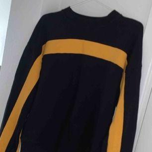 Snygg tröja från nakd. Använd 1 gång så tröjan är i nyskick. Köparen står för frakt