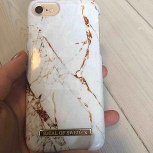 Nypris: 299kr ideal of sweden skal. Passar iPhone 6, 6s, 7 & 8. Färg: Carrabra Gold. Hyfsat bra skick lite repor, box medföljer. Köpare står för frakt