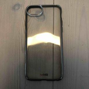 Genomskinligt skal nästan aldrig använt. Nypris 99kr. Passar iPhone 6, 6s, 7 & 8. Köpare står för frakt