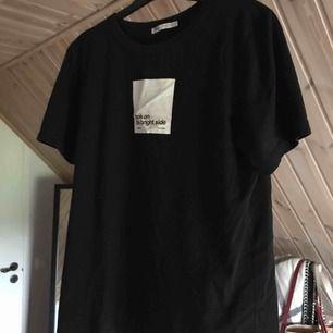 Tshirt från zara med enkelt och snyggt tryck