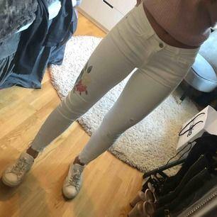 Vita jeans från Zara, väldigt fint skick!