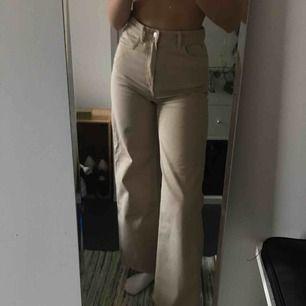 Vida weekday jeans i storleken w26 l30. Knappt använda.