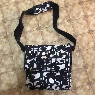 Hej säljer en väska till dom gravida, den var jättebra för mamma att använda för den hade mycket utrymme, dm för mer bilder. köparen står för frakten