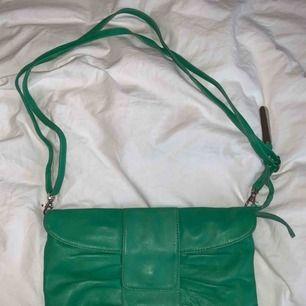 Grön handväska från Maharani Of Tirapunji