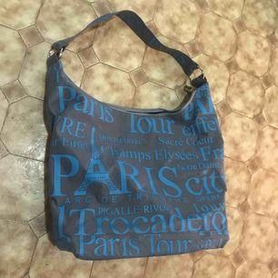 Hej säljer en vanlig väska som inte kommer till användning. Köparen står för frakten