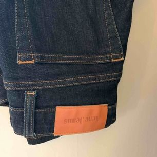 Bootcut jeans från Acne. Strl 27:32. Säljes pga att dom är lite för långa för mig som ni ser på bilden, annars jättefina! Nypris 1400kr
