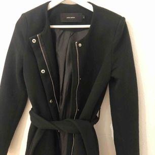Jättefin kappa från vero Moda. Köptes förra hösten men kom inte mycket till användning. Frakten 68kr