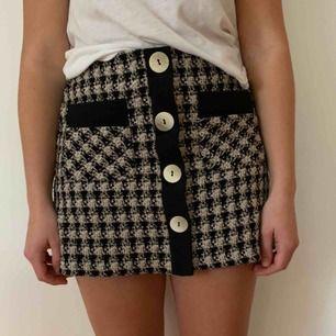 En så fin höstig kjol från Zara perfekt nu på hösten. Säljes på grund av att jag använder den för sällan. Köparen står för frakten men kan mötas upp i Helsingborg.