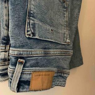 Bootcut jeans från Zara. Jättebra skick! Jag är 165cm på bilden.
