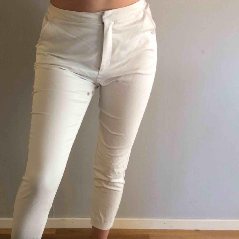 Snygga BikBok byxor. Sitter väldigt bra på kroppen. . Jeans & Byxor.