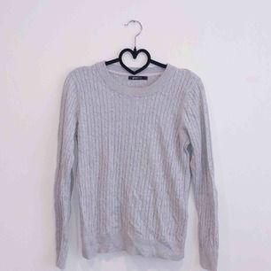 Fin stickad tröja i stl L nu till hösten och vintern!!!💕 I jätte skönt material!  Möts upp i närområdet!!