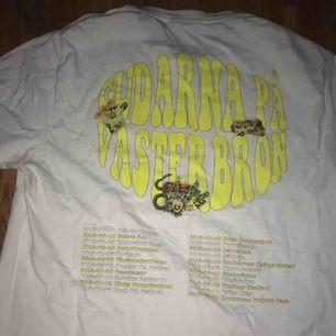 Gudarna på Västerbron t-shirt  Endast använd 2 gånger 200kr + frakt