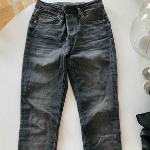Gråa jeans från HM, avklippta nertill men va så när jag köpte dom!