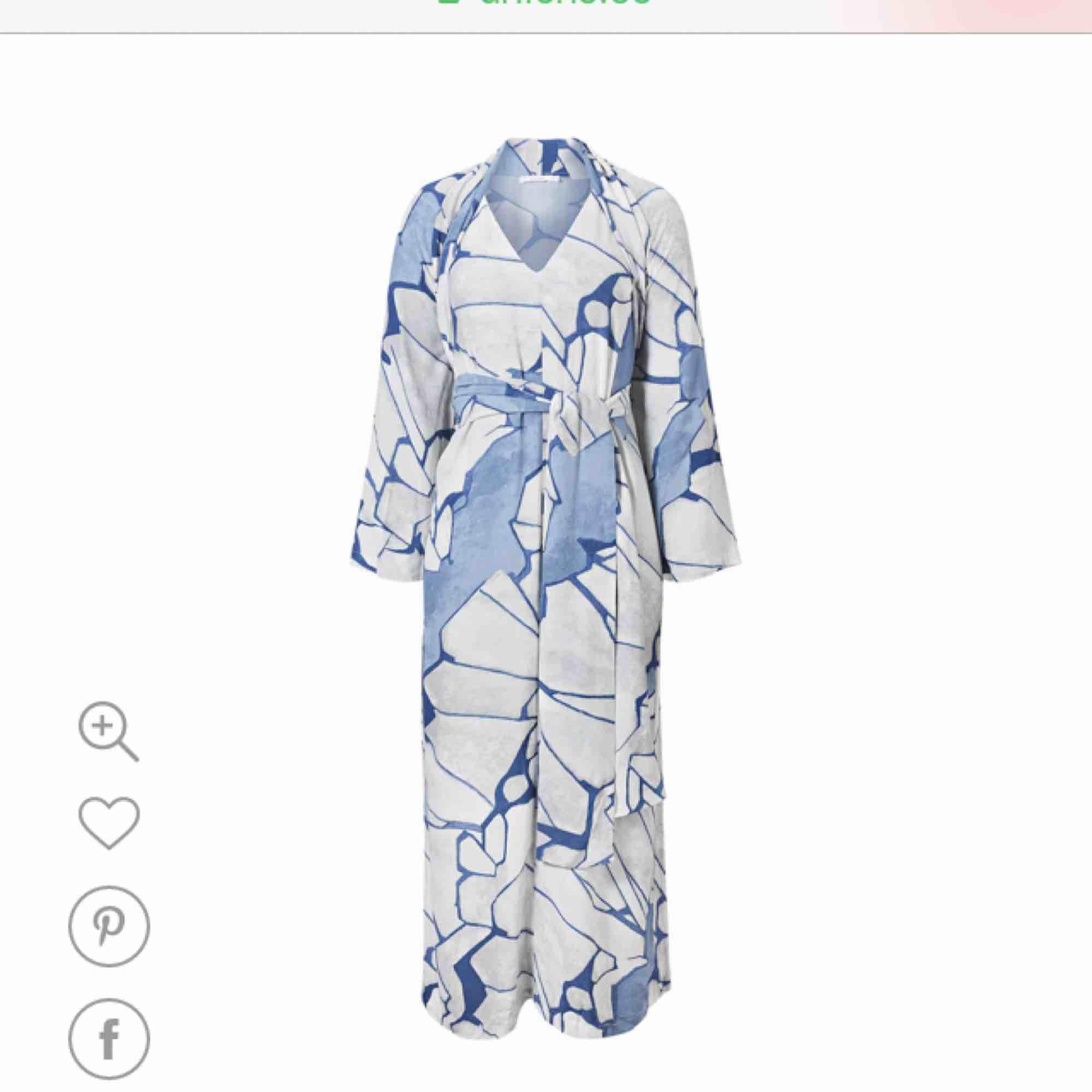 Kimonoklänning från Wera (Åhlens). Svår att fota, så snodde bilden från internet. . Klänningar.