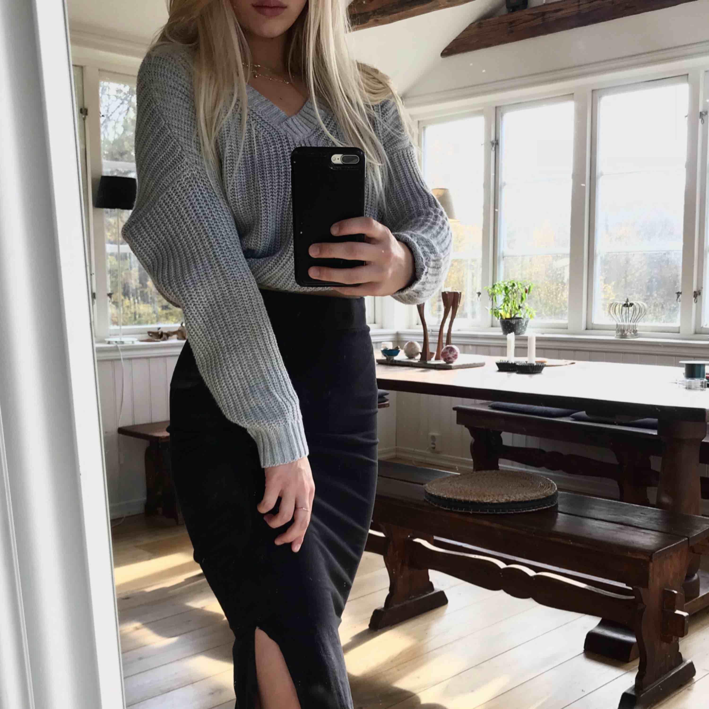 """Super fin lång och högmidjad kjol från lager 157, med """"slit"""". Storlek S, och i använt skick. ✨💛. Kjolar."""