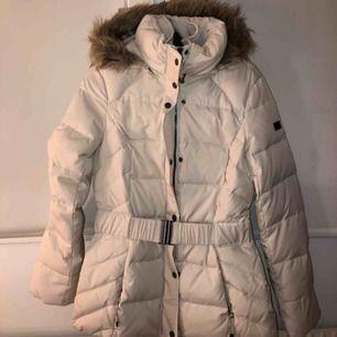 Helt oanvänd vit jacka från Esprit!!