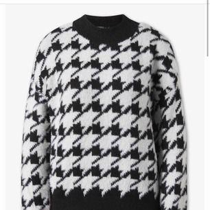 Så skön tröja som är oanvänd. Köpte den i Spanien men säljer pågrund av att den inte riktigt är min stil.