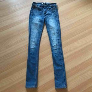 Vanliga jeans från Hollister. Köptes för 900kr , säljs för 150kr.