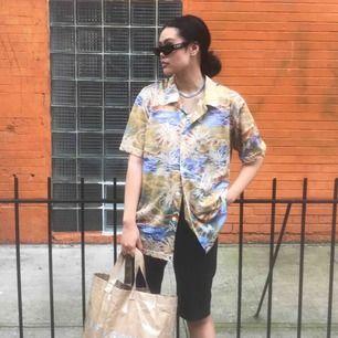 Snygg vintage hawaii skjorta från NYC. Frakt tillkommer 30:-💜 snygg m oversized.