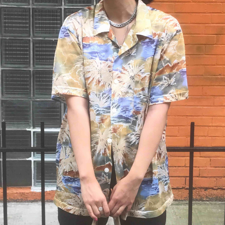 Snygg vintage hawaii skjorta från NYC. Frakt tillkommer 30:-💜 snygg m oversized. . Skjortor.