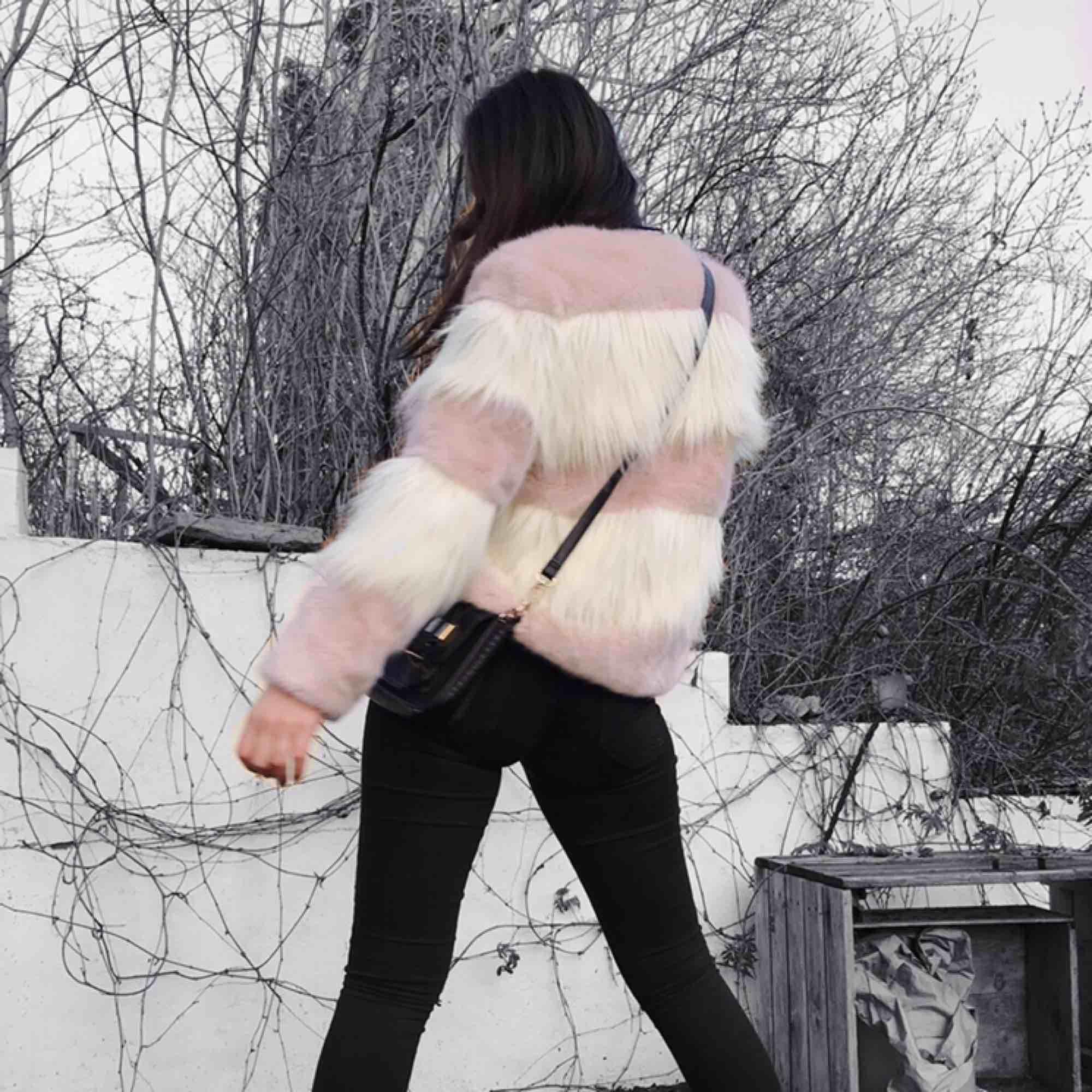 Supersöt fuskpäls från Zara, ljusrosa/vit. Jackor.