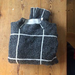 Snygg varm stickad tröja, köpt i London! ( Ej stickig )