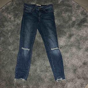 Knappt använda Alice jeans från Gina Tricot. Frakt tillkommer