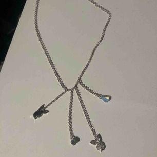 Säljer ett jättegulligt halsband, frakt ingår i priset 💓💓