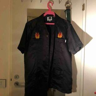 Säljer en ascool tröja/skjorta, frakt tillkommer💓💓