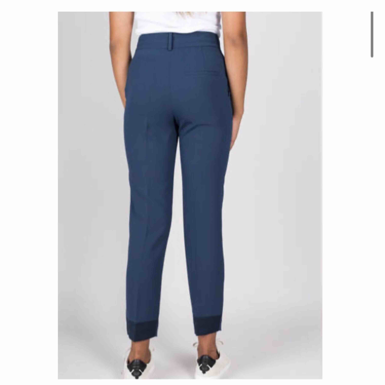 Org pris. 1999kr säljer som om 70% Kostymbyxor By malene Birger 38. Jeans & Byxor.