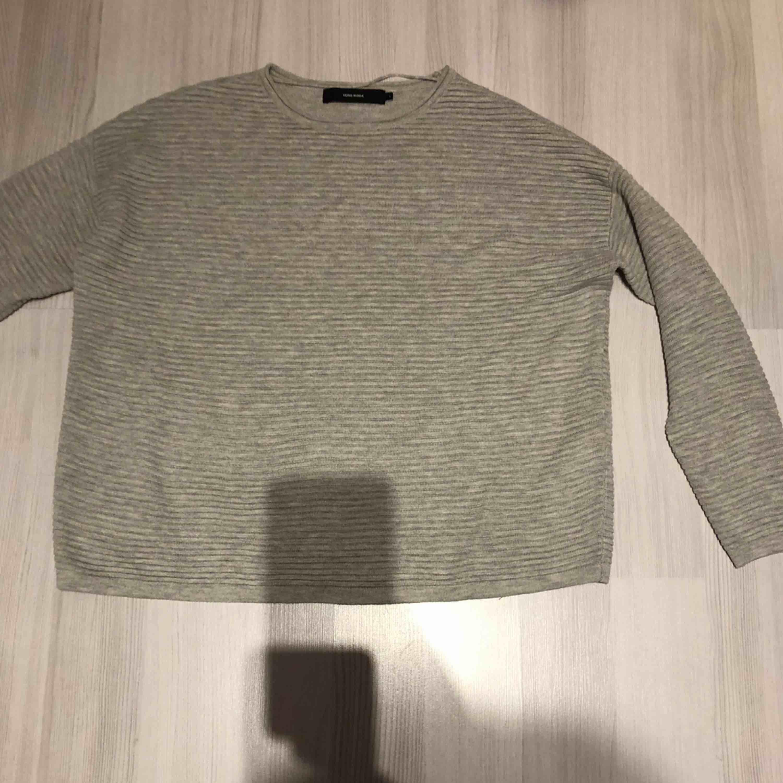 """Snygg """"randigt stickad"""" tröja, använd 1 gång . Stickat."""