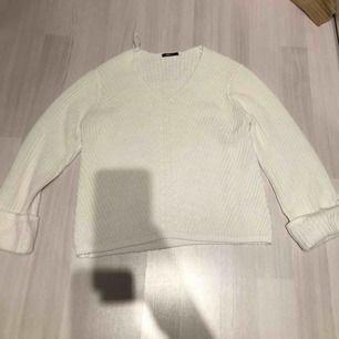 Snygg stickad tröja, endast använd en gång