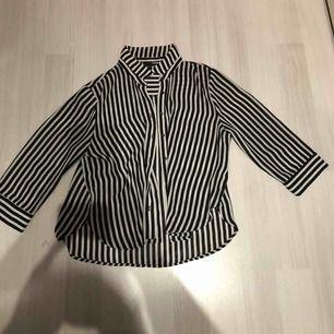 Snygg blus/skjorta i ny skick