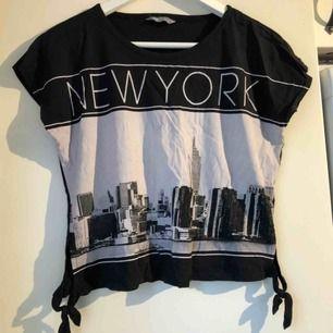 En t-shirt, från Lindex! Nästan aldrig använd! Skickas ej!💗