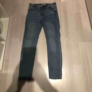 Snygga jeans i ny skick