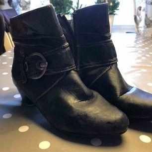 svarta skor från Claudia chizzani! Skickas ej, köpta för 399kr säljer för 100kr
