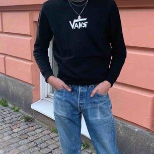 Säljer min limited edition Vans hoodie köpt på Mall of Berlin  Väldigt gott skick  Köparen står för frakten 💿🌙💜
